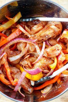 Sheet Pan Chicken Fajitas Recipe Chicken Fajita Recipe, Chicken Fajitas, Chicken Recipes, Grilling Recipes, Cooking Recipes, Healthy Recipes, Skillet Recipes, Meal Recipes, Slow Cooker