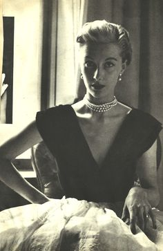 Pretty in Pearls. <3 1950's