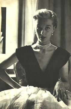 Pretty in Pearls. <3 1950's