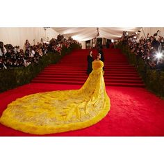 #metgala2015 wearing a coat  handmade by Chinese couturier @guopeiofficial