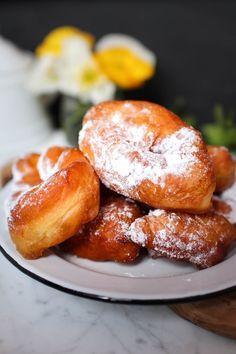 Selon les régions, on les appelle bugnes, beignets de carnaval ou encore oreillettes, et il doit bien y avoir autant de recettes différentes qu'il y a de régions en France : craquantes, moell…