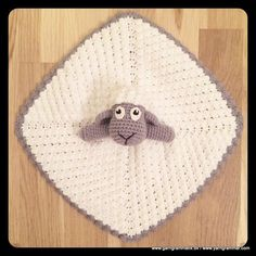 fåret nusseklud med stegepose i ørene, så de knitrer :) Crochet Security Blanket, Crochet Lovey, Crochet Baby Toys, Baby Girl Crochet, Cute Crochet, Crochet Animals, Baby Blanket Crochet, Crochet For Kids, Crochet Crafts