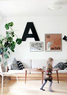 Rakkaudesta kirjoihin: Katja Lindroos; Momo - koti elementissään Interior Architecture, Interior Design, Sweet Home Alabama, Small Apartments, Kids Rugs, Living Room, House, Furniture, Home Decor