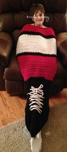 Skate Blanket pattern by Crochet by Chrissy Fun blanket for any hockey fan of any age or size :)Fun blanket for any hockey fan of any age or size :) Crochet Baby Cocoon, Knit Or Crochet, Crochet For Kids, Irish Crochet, Hockey Crafts, Crochet Projects, Sewing Projects, Hockey Party, Hockey Mom