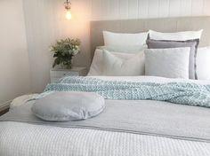 Cool bedroom hues by @stylefiles321 💙 Eadie