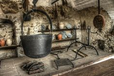 Bone analyses tell about kitchen utensils in the Middle Ages Kitchen Grill, Kitchen Utensils, Archaeology News, Medieval Life, Copper Pots, Fantasy Setting, Kitchen Pictures, Environment Design, Clay Pots