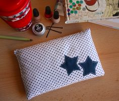 Learn how to sew a dry hot water bottle very easily to warm yourself up . - Learn how to easily sew a dry hot water bottle to warm up during the winter or relieve a stomach ac - Coin Couture, Couture Sewing, Creation Couture, Sewing Projects For Kids, Sewing Accessories, Learn To Sew, Mode Inspiration, Diy Gifts, Diys