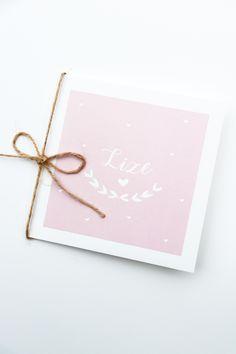 Lief zachtroze vierkant geboortekaartje van Liza met kleine hartjes, een wit kader en een olijftak. Ook leuk met folie, een touwtje en een label voor de kraamborrel. Ontwerp door Leesign - www.leesign.nl #leesign #geboortekaart #geboortekaartje #geboortekaartjes #zachtroze #babyroze #kaartje #zwanger #meisje #lize #hartjes #birthcard #birthcards #birthannouncement