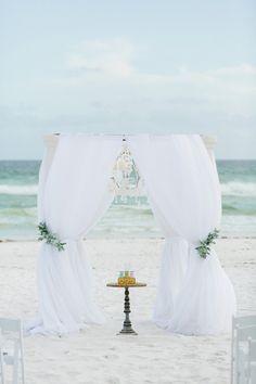 A Romantic Blush, Mint and Gold Wedding Wedding Arches, Wedding Ceremony Decorations, Wedding Dreams, Dream Wedding, Mint Gold Weddings, Dreams Tulum, Beach Wedding Locations, Civil Wedding, Champagne Color