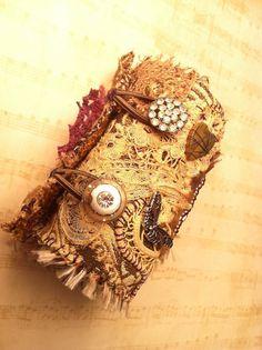 Antique Textile Artist Wrist Cuff LOVE par AlteredArcheology