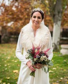 "LIVEN Photography on Instagram: ""Winter is coming. #livenphotography #mibodaesliven #fotografiadebodas #wedding #boda #picoftheday #love #valenzuela"" Winter Wedding Inspiration, Lace Wedding, Wedding Dresses, Winter Is Coming, Coat, Photography, Instagram, Fashion, Wedding Details"