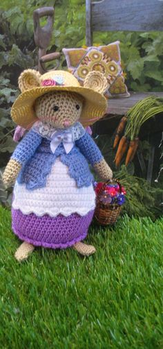 This is Lilly Lavender She is inspired by the lovely stories of Brambly Hedge. She is a lovely crochet mouse doll made in lovely colors. Felt Mouse, Mini Mouse, Crochet Mouse, Crochet Hats, Beatrice Potter, Brambly Hedge, Afghan Blanket, Amigurumi Doll, Crochet Animals