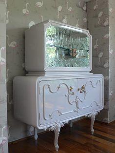 Ateliando - Customização de móveis antigos: Cristaleiras e Bares  Com ar novo na cor nude, restauramos e customizamos essa antiga cristaleira Luíz XV ...