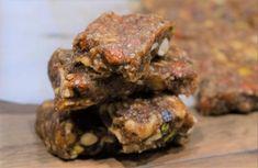 Ενεγειακές μπάρες με ξηρούς καρπούς χωρίς ζάχαρη Healthy Snacks, Healthy Recipes, Protein Bars, Kitchen Living, Feta, Healthy Living, Pork, Food And Drink, Chicken