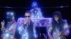 """Después de un adelanto y varias declaraciones por parte de los colaboradores del tema, ha llegado por fin el vídeo de """"Lose Yourself to Dance""""."""
