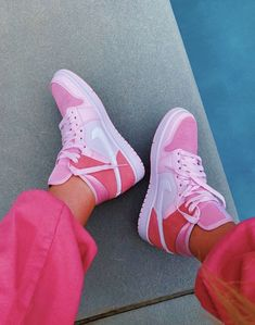 Dr Shoes, Nike Air Shoes, Hype Shoes, Me Too Shoes, Pink Nike Shoes, Cute Sneakers, Sneakers Mode, Sneakers Fashion, Shoes Sneakers