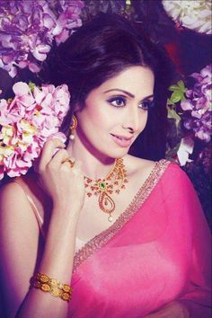 Sadness and shock took over all film lovers on February 25 as India lost one of its gem kind of actresses, the Bollywood icon Sridevi. Bollywood Stars, Bollywood Fashion, Bollywood Actress, Bollywood Outfits, Divas, Vintage Bollywood, Indian Celebrities, Bollywood Celebrities, India Beauty