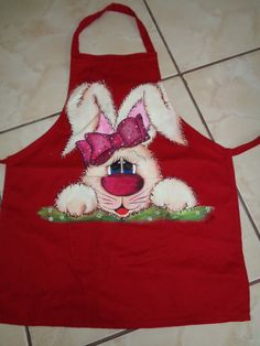 Faço no avental grande sob encomenda <br> <br>Tem detalhes em agripuff..... Embroidery Patterns, Quilt Patterns, Sewing Patterns, Tole Painting Patterns, Cute Aprons, Sewing Aprons, Easter Projects, Country Paintings, Painted Clothes