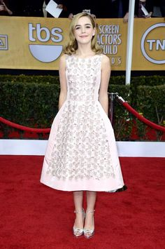SAG Awards 2013 Red Carpet: Kiernan Shipka in Oscar de la Renta