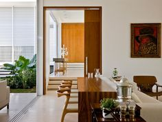 Casa do Patio is a modern residence that blurs the lines of indoor/outdoor living, designed by Brazilian architect Leo Romano, located in Goiania, Brazil. Modern Interior Design, Interior Architecture, Interior And Exterior, Modern Interiors, Elegant Dining Room, Dining Room Design, Casa Patio, Modern Patio, Midcentury Modern