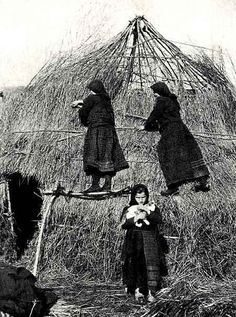 Old Pictures, Old Photos, Vintage Photos, National Geographic, Greece History, Greek Crafts, Greece Photography, Greek Culture, The Shepherd
