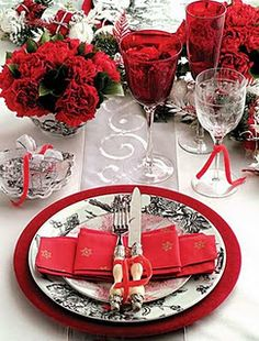 Same ribbon on the glass and on the silverware. Red wedding ideas