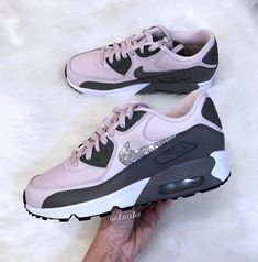 Kid Shoes, Me Too Shoes, Shoe Boots, Nike Shoes Blue, Sneakers Fashion, Shoes Sneakers, Jordan Shoes For Women, Aesthetic Shoes, Hype Shoes