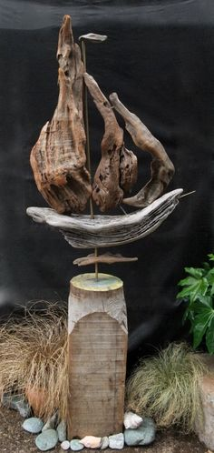Driftwood Sail Boat By Nigel Peterken - inspiring work. Driftwood Fish, Driftwood Jewelry, Driftwood Projects, Driftwood Sculpture, Fish Tank Terrarium, Aquarium Fish Tank, Nature Artwork, Nautical Art, Beach Crafts