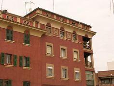 Azotea en edificio de viviendas en Gral Ricardos Multi Story Building, Mansions, House Styles, Home Decor, Rooftop, Urban Landscape, Buildings, Cities, Scenery