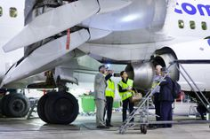 Fotografie onder vliegtuig inspectie. Reclamebureau Amsterdam