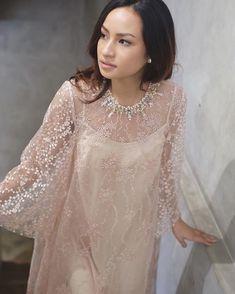 #ready2wear #merrasrtw Kebaya Brokat, Kebaya Dress, Dress Pesta, I Dress, Dress Outfits, Party Dress, Hijab Evening Dress, Evening Dresses, Simple Dresses