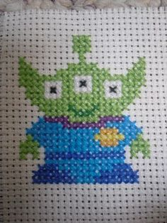 Azay's Video Game Craft Haven: Toy Story Alien Disney Cross Stitch Patterns, Cross Stitch For Kids, Cross Stitch Love, Modern Cross Stitch Patterns, Cross Stitch Designs, Diy Embroidery, Cross Stitch Embroidery, Stitch Character, Toy Story Alien