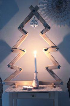 Heb je dit jaar geen zin in een naaldentapijt in je huis? Ga dan eens voor een alternatieve kerstboom. Zoals bijvoorbeeld deze exemplaren van sloophout of vurenhout.