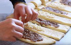 Tvarohové a ořechové mini záviny jako dech: Lehoučké těsto s bílým jogurtem, zůstane měkoučké celé dny! - Strana 2 z 2 - youi.cz Cupcake Cakes, Food And Drink, Bread, Ethnic Recipes, Hampers, Brot, Baking, Breads, Buns