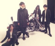 [Alexandros]、次号JAPANの撮影、ヘリの次はバイクだ!