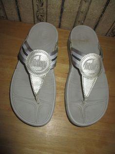 02c7a3a89 PRE-OWNED women s FIT FLOP white silver FLIP FLOP SANDALS - size 8