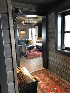 Tiny House Cabin, Cabin Homes, Log Homes, Mountain Home Interiors, Cabin Interiors, Ski Decor, Minimal Kitchen, Cozy Cabin, Home Deco