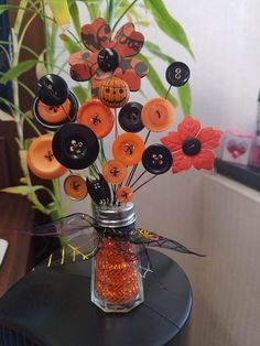 Halloween button bouquet I created. Halloween Projects, Diy Halloween Decorations, Fall Halloween, Button Bouquet, Button Flowers, Autumn Crafts, Holiday Crafts, Decorative Napkins, Spool Crafts