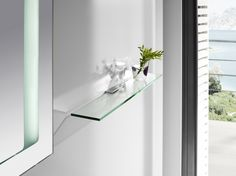 The fusion between metal and glass, between square shapes and right angles. The most up-to-date design is taken to every detail of this accessories collection in order to add a minimalist and creative touch to the bathroom space.