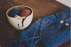 Fuente: http://lusitanias.tumblr.com/post/55662939344/birdie-yarn-bowl-by-lisa-goodknits