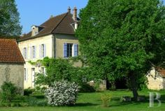 burgundy - A small, 18th century presbytery with small outbuildings,  a garden and an orchard in Côte-d'Or