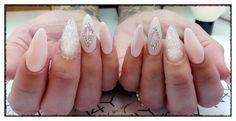 beautyfull gele negle med den flotteste Nqil art i glass foile og rhinestone. en rigtig bling bling negl. Nude gele negle med negle glimmer og diamanter. Du kan komme på negle kursus og lære at lave disse gele glimmer negle.