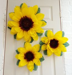 Sunflower pom pom Frozen fever Set of paper flowers Wedding Decorations Sunflower Pompom Paper Flower Wall, Tissue Paper Flowers, Paper Flower Backdrop, Birthday Centerpieces, Birthday Decorations, Flower Decorations, Sunflower Room, Sunflower Party, Festa Frozen Fever