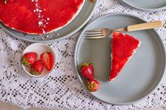 A sajttorta talán az egyik legközkedveltebb desszert, és ez teljesen érthető! Egyszerű és nagyszerű, ráadásul ez egy sütés nélküli recept, amit tuti mindenki imádni fog! :) Cake Cookies, Food To Make, Panna Cotta, Muffin, Gluten Free, Sweets, Tableware, Ethnic Recipes, Cakes