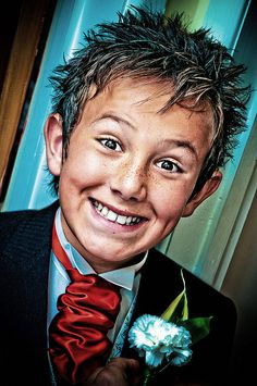 Boy smiles - blue carnation and a red tie Happy Faces, I'm Happy, Smile Because, Make You Smile, You Look Beautiful, Beautiful People, Blue Carnations, Smiley Faces, People Laughing