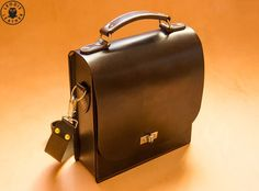 Leather Messenger Bag Chocolate por LeodisLeather en Etsy