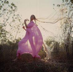 Vintage Glamour: Veruschka in a pink gown Patti Hansen, Lauren Hutton, Purple Palette, Vintage Swimsuits, Vintage Fashion Photography, Summer Outfits, Summer Dresses, Pink Gowns, Vogue