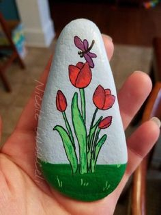 Beautiful & Unique Rock Painting Ideas , Let's Make Your Own Creativity Painted rocks have become one of the most addictive crafts for kids and adults Tulip Painting, Pebble Painting, Pebble Art, Stone Painting, Mandala Painted Rocks, Painted Rocks Craft, Hand Painted Rocks, Rock Painting Ideas Easy, Rock Painting Designs