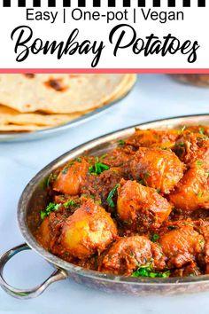 Baby Potato Recipe Indian, Bombay Potato Recipe, Indian Potato Recipes, Baby Potato Recipes, Vegan Indian Recipes, Potato Ideas, Spicy Vegetarian Recipes, Vegetarian Side Dishes, Vegetarian Curry