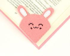 Felt rabbit corner bookmark pink love reading gift by Lanatema Felt Bookmark, Felt Gifts, Kawaii Gifts, Corner Bookmarks, Felt Christmas Decorations, Felt Owls, Literary Gifts, Pencil Toppers, Pink Owl